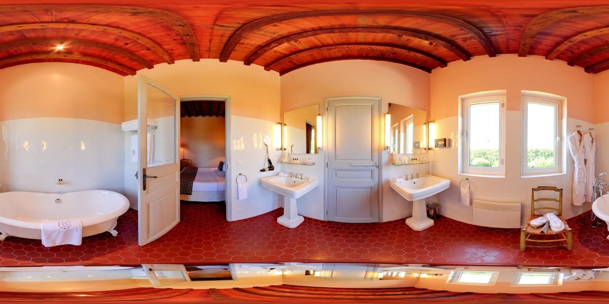 Vidéo 360 hôtel vue de la salle de bain